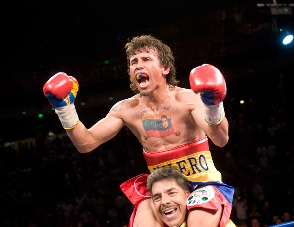 Lincontrolable Edwin Valero likewise Boxing News Experienced Kenny Bayless Appointed Referee Mayweather Pacquiao Clash Set Receive 630023 in addition Jugador De La Nfl Arrolla A Arbitro Video as well About also Futbol Mexico Aficionados Invaden Cancha Rayados Video. on oscar de la hoya mayweather control